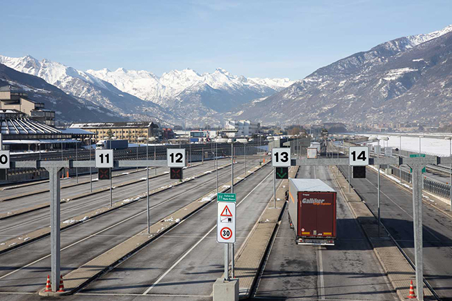 Грузовики Евро-4 в туннель Mont Blanc не пустят