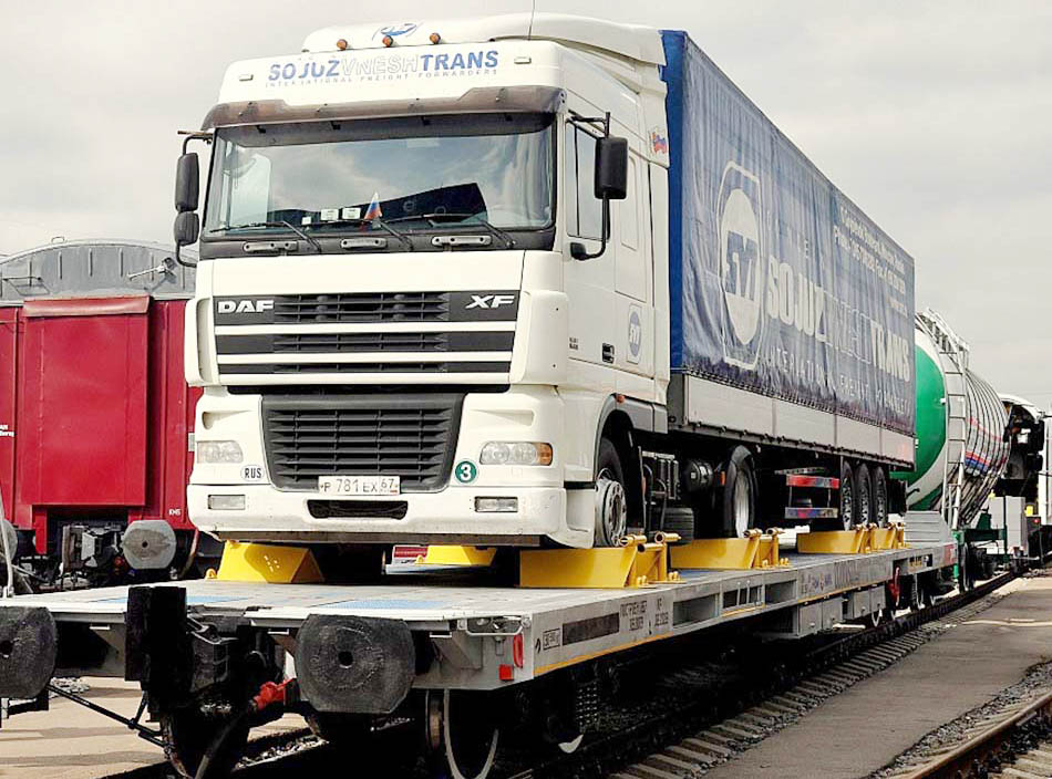 В России утверждены правила перевозки автопоездов в железнодорожных вагонах