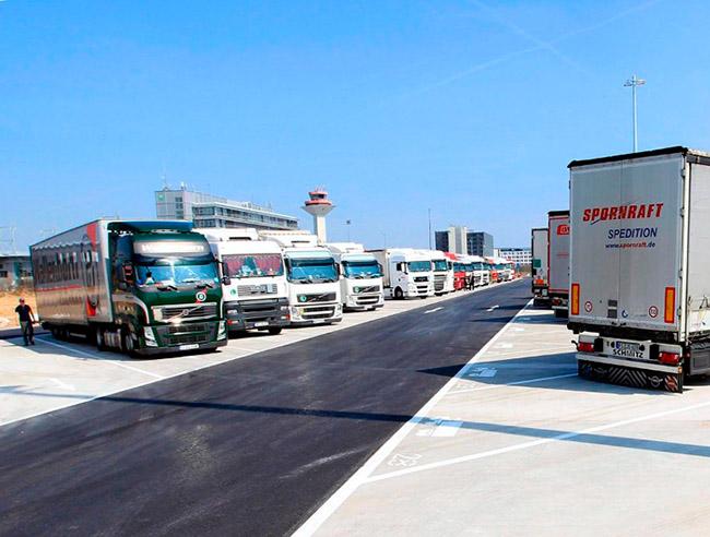Крупнейшая в Европе парковка для грузовых автомобилей