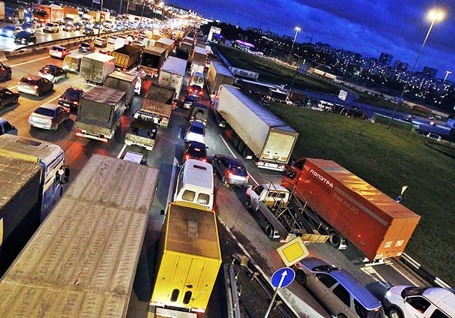 Вступили в силу ограничения на въезд грузовиков в Москву