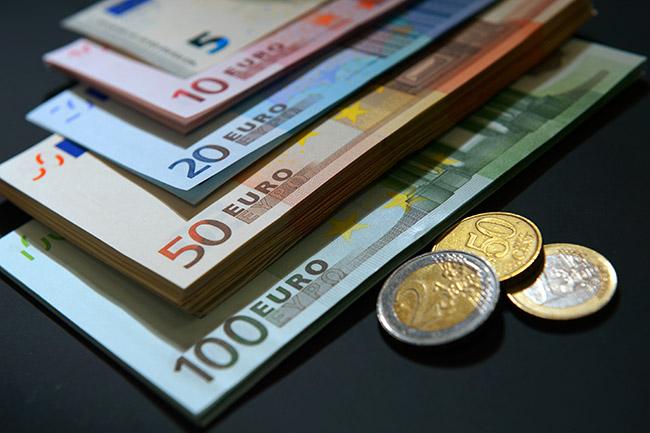 Валютный договор: использование карточек сервисных компаний