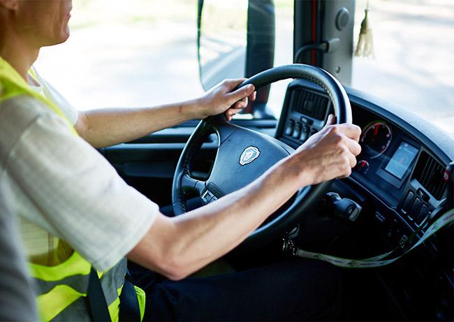 Литва зазывает водителей-международников