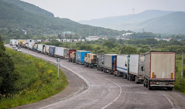 Дальнобойщики застряли на границе